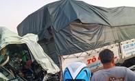 2 xe tải tông nhau, 1 tài xế tử vong