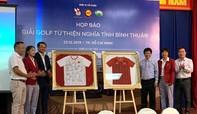 Đấu giá 2 chiếc áo có chữ ký của Thủ tướng Nguyễn Xuân Phúc để làm từ thiện