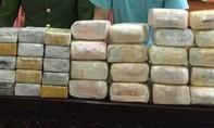 """Bắt 5 người nước ngoài, thu giữ 30 bánh heroin và 18kg ma túy """"đá"""""""