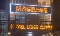 Trả nửa tiền bo, bị nữ nhân viên massage đâm tử vong