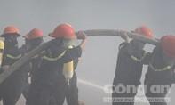 Đưa lực lượng PCCC chuyên nghiệp dập đám cháy ở bãi rác Cam Ly