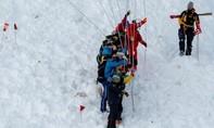 Clip cảnh lở tuyết vùi lấp nhiều người ở Thụy Sĩ