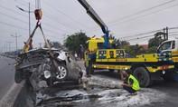 Tài xế thoát chết trong gang tấc khi ô tô gặp nạn bốc cháy