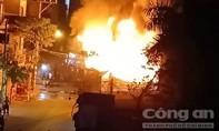 5 người kêu cứu trong cửa hàng cháy ngùn ngụt ở Sài Gòn