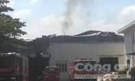 Cháy rụi xưởng ép đế giày, thiệt hại lớn về tài sản