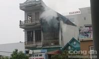 Cháy nhà 3 tầng là cửa hàng giày dép, nhiều tài sản bị thiêu rụi