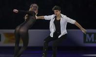 Nữ VĐV trượt băng mặc trang phục xuyên thấu biểu diễn gây tranh cãi