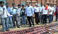 Gần 100 người tử vong vì ngộ độc rượu ở Ấn Độ