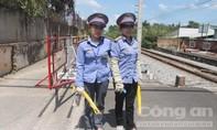 Bộ trưởng GTVT khen hai nữ nhân viên đường sắt cứu người