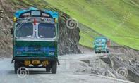 Xe tải rơi khỏi vách đá vì tài xế đi theo... Google Maps
