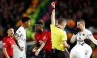 Pogba nhận thẻ đỏ, Man Utd thua PSG 0-2 trên sân nhà