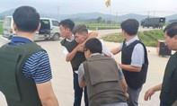 Trăm cảnh sát vây bắt 3 đối tượng nghi vận chuyển ma túy dùng súng cố thủ