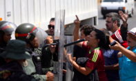 Ông Maduro bắt đầu đóng cửa biên giới, ngăn hàng viện trợ