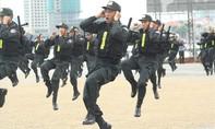 Lực lượng Cảnh vệ bảo vệ thượng đỉnh Mỹ - Triều bắn súng điêu luyện cả hai tay