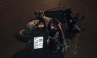 Xe máy tông nhau ở ngã tư, 2 người bị thương nặng