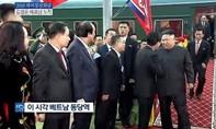 Clip phiên dịch viên Triều Tiên hốt hoảng khi không theo kịp ông Kim