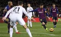 Messi lập cú đúp giúp Barca giữ được một điểm