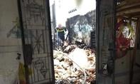 Cháy cơ sở nệm, Cảnh sát PCCC dập lửa trong nhiều giờ