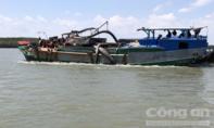Chìm tàu nạo vét tại Cần Giờ, 4 người rơi xuống sông