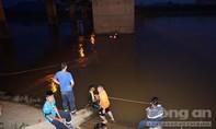 Tích cực tìm kiếm hai em nhỏ mất tích trên sông Đăk Bla