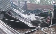 Cháy xưởng sơn PU gần trường học, nhiều người hoảng loạn