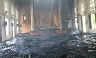 """""""Bà hỏa"""" thiêu rụi nhà thờ giáo xứ Thọ Vực"""