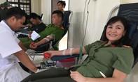 Gần 400 đoàn viên thanh niên Công an hiến máu cứu người