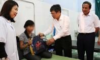 Nữ sinh bị đánh hội đồng đến nhập viện: