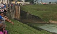 Thương tâm nữ sinh mới tốt nghiệp đại học nhảy sông tự tử