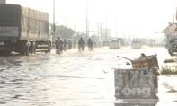 Đường phố lênh láng nước sau cơn mưa giải nhiệt