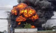 Cháy nổ lớn ở kho hóa chất giáp Sài Gòn, cả khu dân cư náo loạn