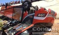 Hiện trường xe chở du khách Hàn Quốc lật, gần chục người bị thương