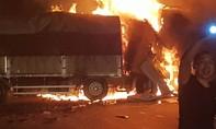 Xe tải đâm nhau trên quốc lộ, hai người chết cháy trong ca bin