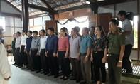 Viếng Trung tướng Đồng Sỹ Nguyên tại nơi Bộ đội Trường Sơn đóng quân