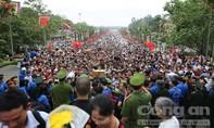 Hình ảnh người dân nô nức về Đền Hùng dâng hương Quốc Tổ