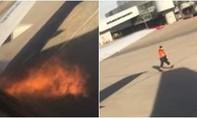 Clip động cơ máy bay Boeing 737 bốc cháy khi sắp cất cánh