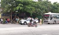 Bị chặn đường, nhóm người trên xe khách nổ súng thị uy