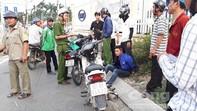 """""""Hiệp sĩ"""" mật phục hơn 10 giờ tìm lại xe máy cho người dân"""