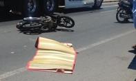 Xe khách tông chết học sinh gần cổng trường rồi bỏ chạy