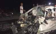 Xe 4 chỗ nát bét sau cú tông trực diện xe tải, tài xế tử vong