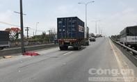 Một thanh niên nghi tự tử, bị xe container cán chết