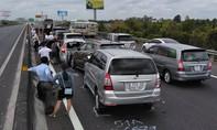 Cao tốc TP.HCM – Trung Lương kẹt cứng vì 8 ô tô tông liên hoàn