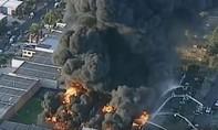 Clip hơn 100 lính cứu hỏa tham gia dập tắt đám cháy ở nhà máy hóa chất tại Úc