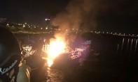 Cháy rụi tàu cá trên sông Hàn, thiệt hại 1 tỷ đồng