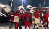 Clip nghị sĩ Nam Phi vác ghế đánh nhau trên sóng truyền hình trực tiếp