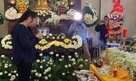 Gia đình, đồng nghiệp nghẹn ngào tổ chức lễ tang cho Anh Vũ