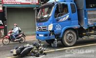 Xe máy vỡ vụn sau cú đối đầu xe tải, một người nguy kịch