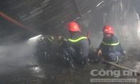 Dập tắt vụ cháy kho hàng lớn ở trung tâm Sài Gòn