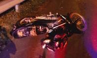 Một thanh niên tử vong bên vệ đường, gần chiếc xe máy
