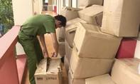 Xe khách chở xuyên Việt hàng chục thùng mỹ phẩm không nguồn gốc